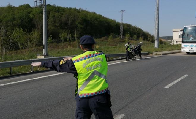 Jandarma ekiplerinden yolcu otobüslerine denetim