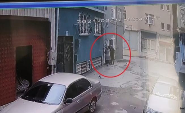 Kadın hırsızlar evden servet götürdü