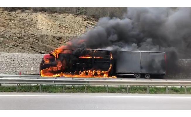 Samsun'da 600 bin liralık pamuk, tırla birlikte alev alev yandı