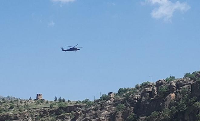 Sınırın sıfır noktasında uçak ve helikopter hareketliliği