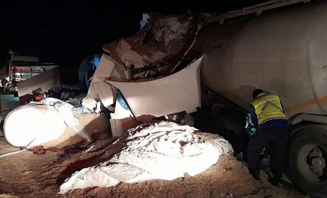 TIR ile beton mikseri kafa kafaya çarpıştı: 2 ölü