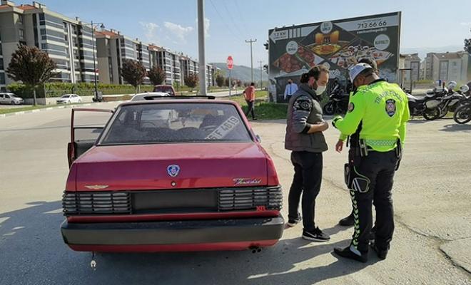 Bursa'da 90 bin TL'ye modifiye ettiği otomobiliyle 2'nci kez ceza yedi