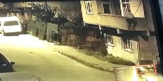 Ev sahibinin fark ettiği hırsız balkondan atladı