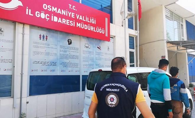 Kendilerini 'turist' olarak tanıtan 2 kaçak Suriyeli yakalandı
