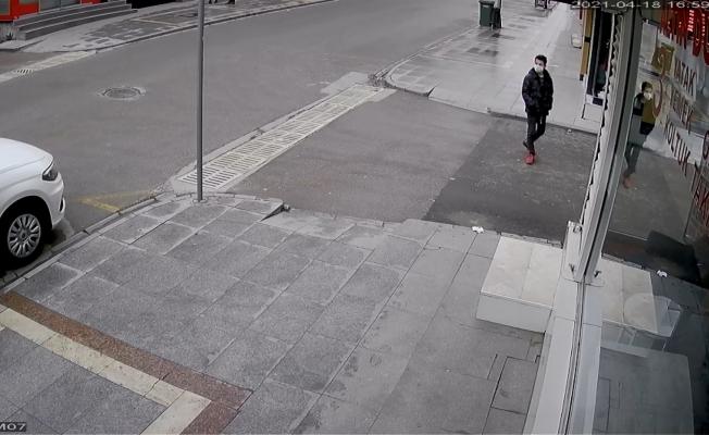 Sokak ortasında 2 kişiyi vuran saldırganın ateş etme anı ortaya çıktı