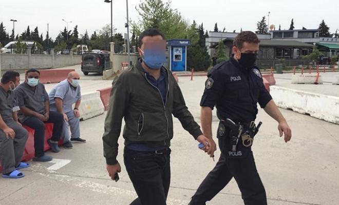 Tartıştığı site görevlisini bıçakladı
