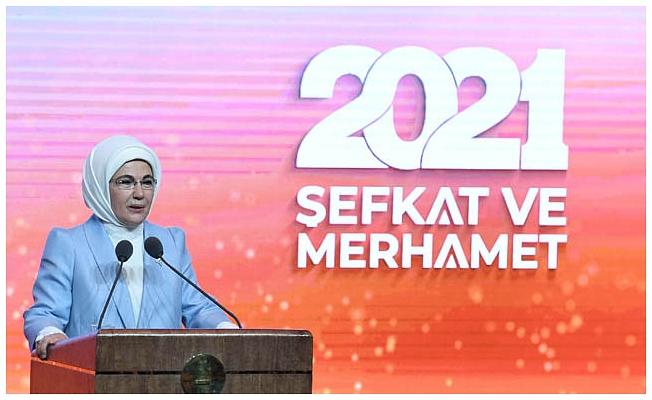 Emine Erdoğan: Teknolojik ilerlemeyle eş zamanlı manevi ilerleme sağlayamıyoruz