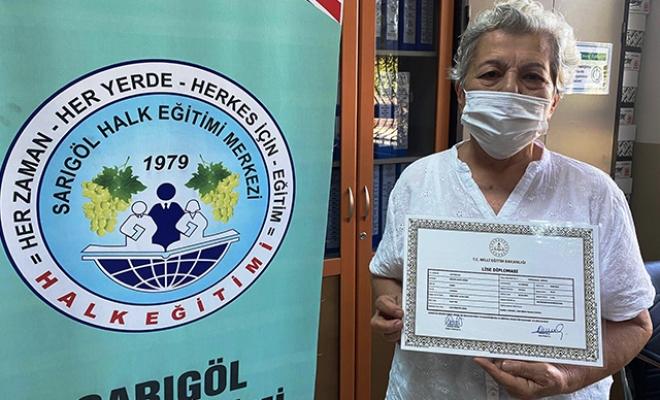 6 torunu olan, 71 yaşındaki Serpil Sözer liseden mezun oldu