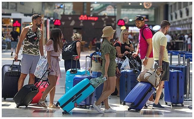 Antalya'ya hafta sonu 145 bin 726 yolcu geldi