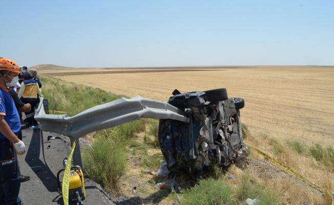 Bariyer, otomobile saplandı: 2 ölü, 4 yaralı