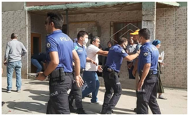 Bursa'da komşu ailelerin park yeri kavgası: 2'si ağır, 9 yaralı