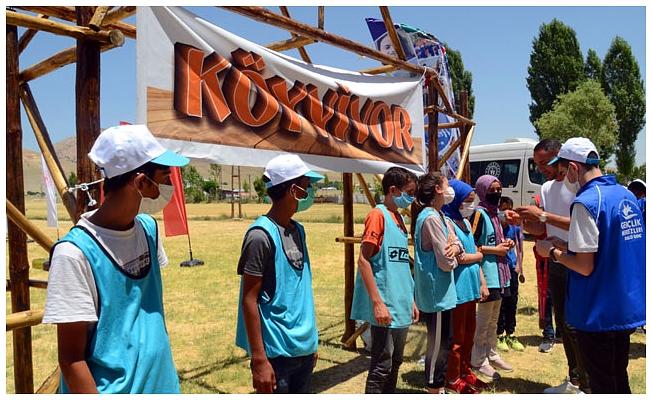 Çocuklar, 'Köyvivor' parkurunda yarıştı