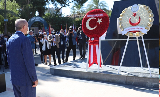 Cumhurbaşkanı Erdoğan Lefkoşa Atatürk Anıtı'a çelenk bıraktı