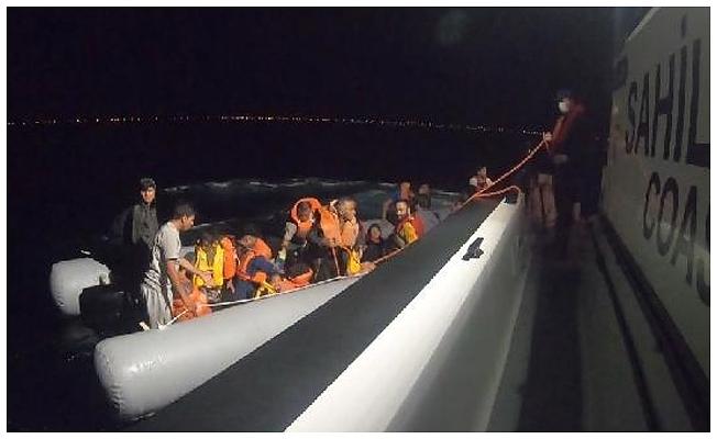 Denizde sürüklenen 42 kaçak göçmen kurtarıldı