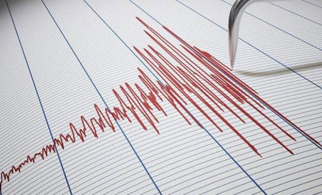 Deprem oldu; 13 dakikada 3 kez sallandı
