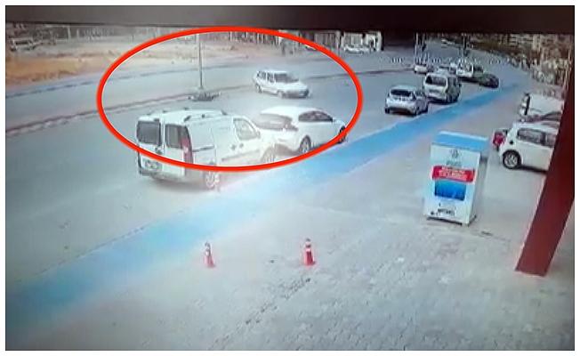 'Işık ihlali' kazası; kaçmasına rağmen otomobilin çarpmasıyla yaralandı