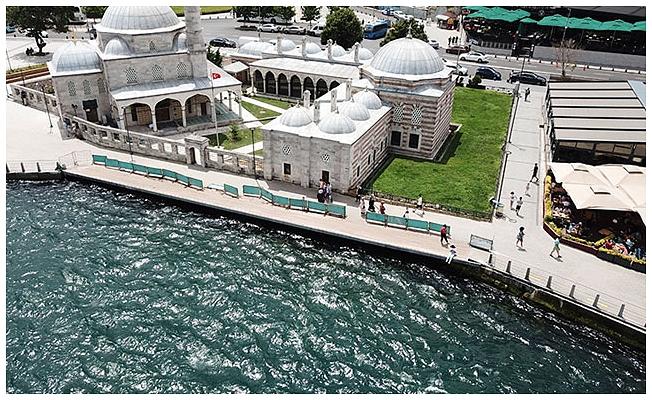 Şemsi Paşa Camii'nin yanına yapılan yol zarar görünce kapatıldı