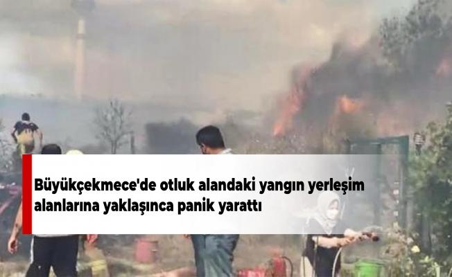 Büyükçekmece'de otluk alandaki yangın yerleşim alanlarına yaklaşınca panik yarattı