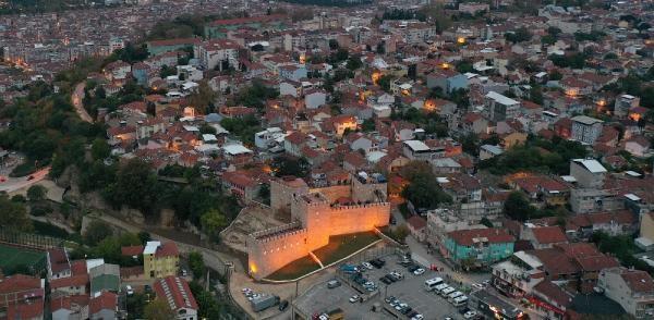 Bursa'da 2 bin 300 yıllık tarihi 'Zindan Kapı' restorasyonun ardından sanata açıldı