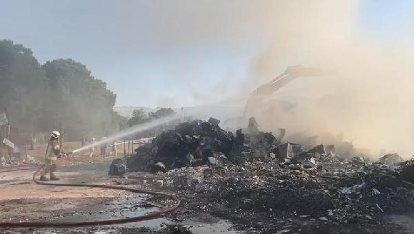 Bursa'da geri dönüşüm deposunda yangın