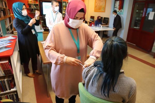 Çankırı'da, lisede 35 öğrenciye Covid-19 aşısı