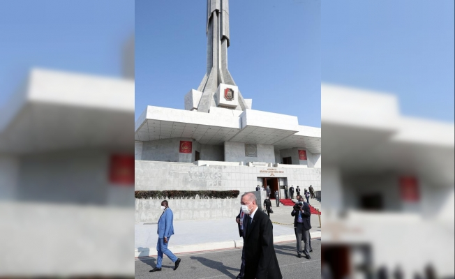 Cumhurbaşkanı Erdoğan, Angola'nın ilk Cumhurbaşkanı Neto'nun anıt mezarını ziyaret etti