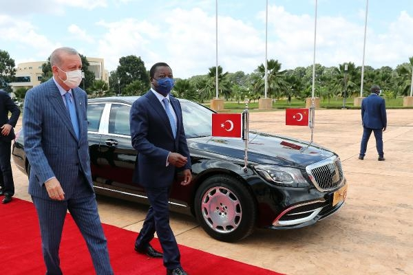 Cumhurbaşkanı Erdoğan, Togo'da resmi törenle karşılandı