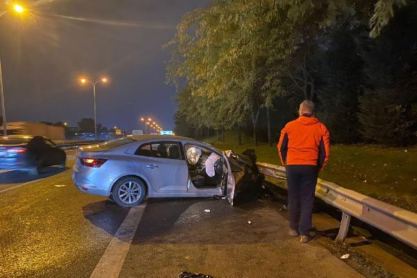 Esenler TEM Otogar Bağlantı yolunda zincirleme kaza; 2 yaralı