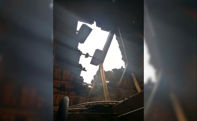 Lightning struck the roof of the house in Manisa