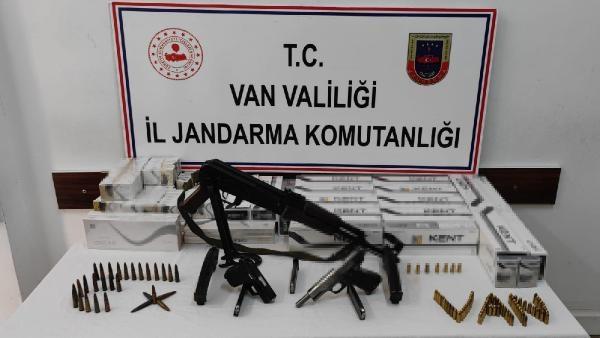 Van'da 2 adreste silah ve mühimmat ele geçirildi: 2 gözaltı
