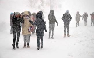 Uludağ'da yoğun kar fırtınası ortalığı kasıp kavvurdu