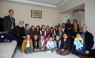 Minikler Afrin şehidinin ailesini ziyaret etti
