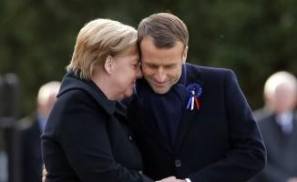 Merkel'i Macron'un eşi sandı