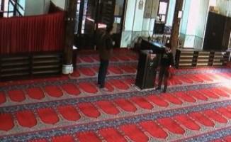 Bursa'da caminin kumbarasına para atıp imamın...