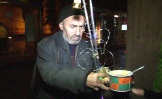 Gönüllü çorbacılar yardıma muhtaç vatandaşların içini ısıtıyor
