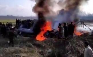 Hindistan'da savaş uçağı düştü: 2'si pilot 3 ölü