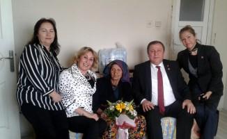 119 yaşındaki Fatma nineye 'Yaşlılara Saygı Haftasında süpriz