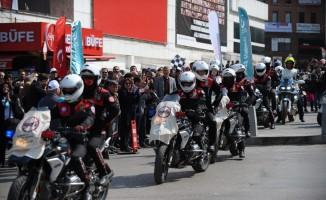 Bursa'da motosikletlerle kanser farkındalık turu