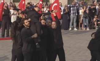 İstanbul ve Londra'da eş zamanlı 15 Temmuz gösterisi