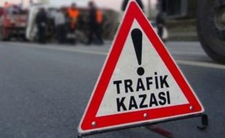 TIR ile çarpışan işçi minibüsü tarlaya devrildi: 6 ölü, 7 yaralı