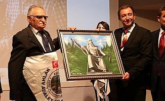 Edirne'de yılın ahisi şed kuşandı