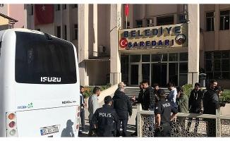 Son dakika: HDP'li Hakkari Belediye Başkanı Cihan Karaman tutuklandı .