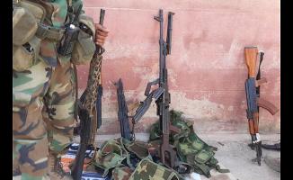 Teröristler silahlarını bırakarak kaçtı