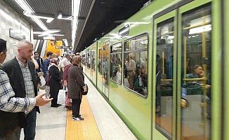 Metroda kalp krizi geçiren yaşlı adam  hayatını kaybetti