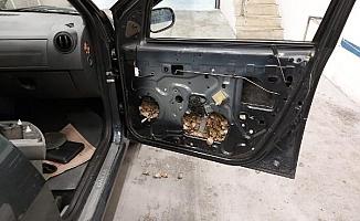 Aracın içinden çıkanlar şaşırttı!