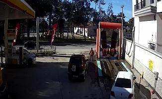 Otomobilinin peşinden böyle koştu