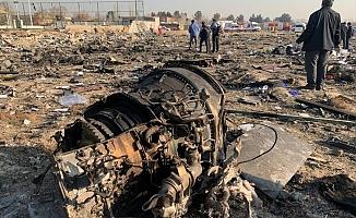 Tahran'da yolcu uçağı düştü