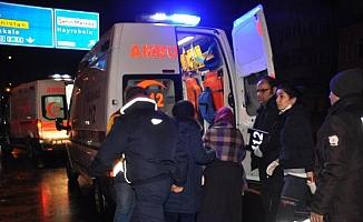 Yolcu otobüsü ile hafif ticari araç kafa kafaya çarpıştı