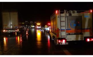 Bursa'da gece saatlerinde kimyasal yüklü tanker devrildi