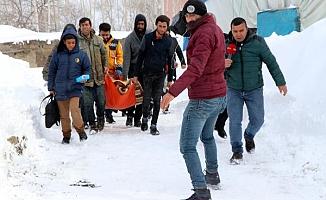Van'da karla kışla mücadele, hayatı olumsuz etkiliyor!
